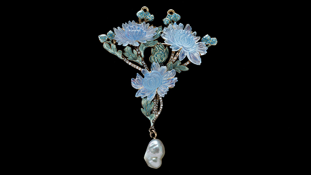 Figure 4. Rene Lalique's chrysanthemum pendant/brooch, completed c. 1900. From the collection of Richard H. Driehaus. © 2014 Artists Rights Society (ARS), New York / ADAGP, Paris. Photograph by John A. Faier, 2014, © The Richard H. Driehaus Museum.
